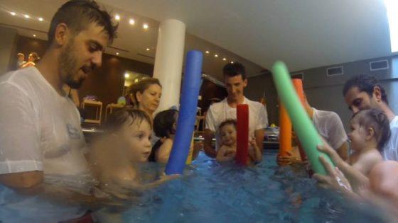 βρεφική κολύμβηση γεννήτρια γέλιου